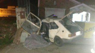 Una mujer y su hija de 4 años murieron al impactar contra un tapial
