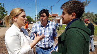 Recorrida. El funcionario nacional junto con la diputada Scaglia y el intendente de Coronda.