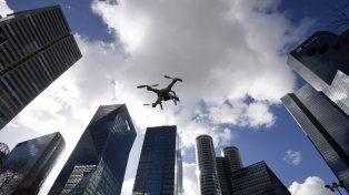 Recuerdan que está prohibido volar drones en zonas densamente pobladas o sobre multitudes