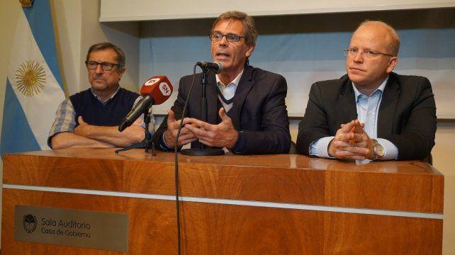 Declaraciones. Contigiani se refirió a la ausencia de Cantard en el debate luego de un acto en Casa de Gobierno.