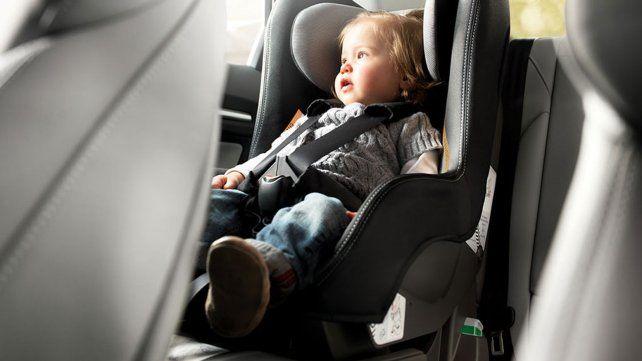 Será obligatorio el uso de las sillas para bebés y niños menores de 10 años en autos