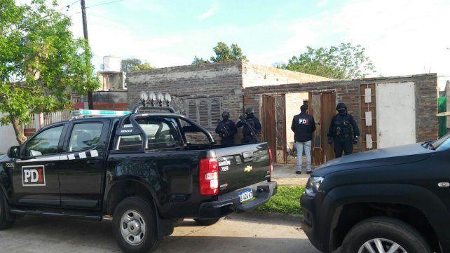 Allanamiento. Los dos detenidos formaban parte de una banda que fue desarticulada el pasado martes.