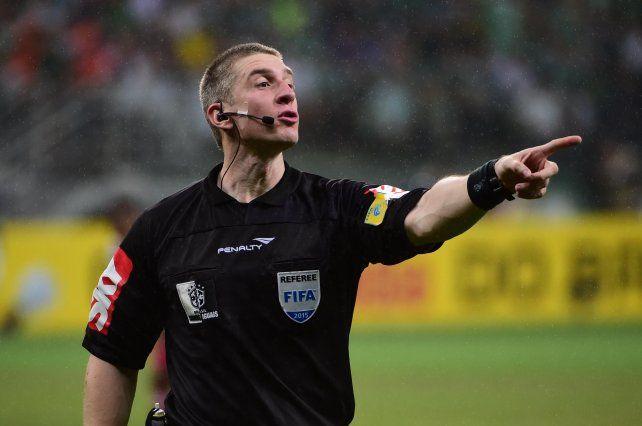 Eliminatorias: Un árbitro brasileño dirigirá Ecuador-Argentina en Quito