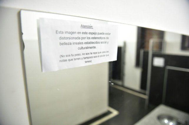 Inauguraron en una escuela pública de Santa Fe el primer baño mixto del país