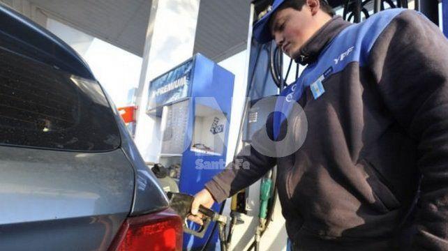 YPF volvió a aumentar sus precios: la nafta súper ya cuesta $32,40 en Santa Fe