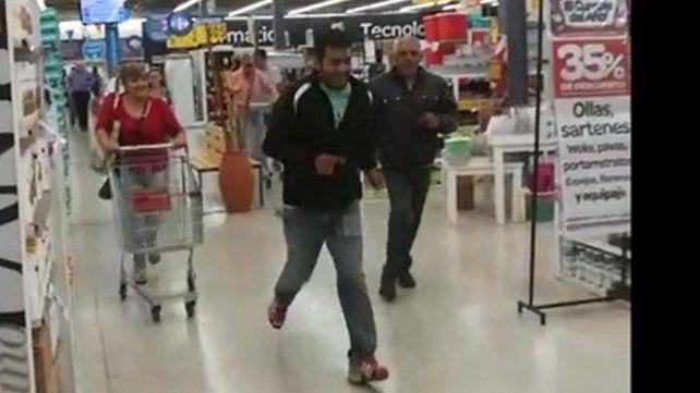 Así se desató la locura por una oferta en el supermercado