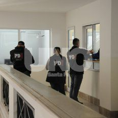 En la municipalidad. Personal de la Policía de Investigaciones, requiriendo documentación en reparticiones del Ejecutivo local.