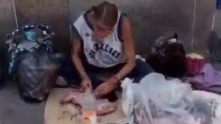 Video escalofriante: filmaron a una mujer mientras comía un gato en Venezuela