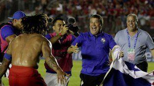 Panamá celebra su llegada al Mundial con un gol que no fue