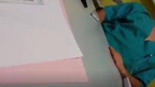 una paciente filmo como su medico se masturbaba mientras la atendia