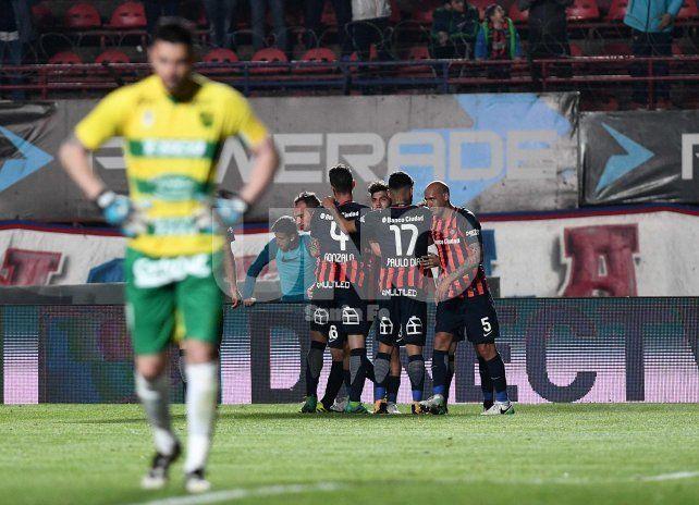 San Lorenzo goleó a Defensa y Justicia y se acomodó en la pelea de arriba
