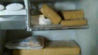 lo denuncio la suegra por robo y cayo preso con marihuana y cocaina en el freezer