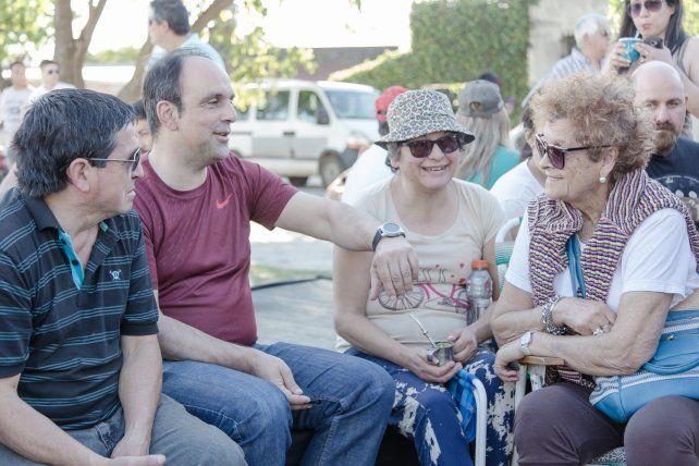 Cientos de vecinos disfrutaron de una fiesta popular en el Paseo Verde Escalante