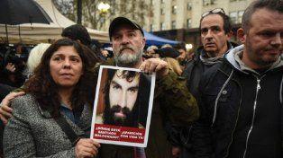 La familia de Santiago pidió no convocar a marchas hasta que no haya certezas sobre de quién es el cuerpo encontrado.