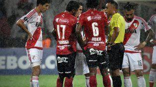 Libertadores: Terna brasileña para el duelo entre River y Lanús