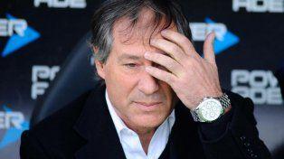 Un grupo de barras de Independiente amenazó al DT Ariel Holan