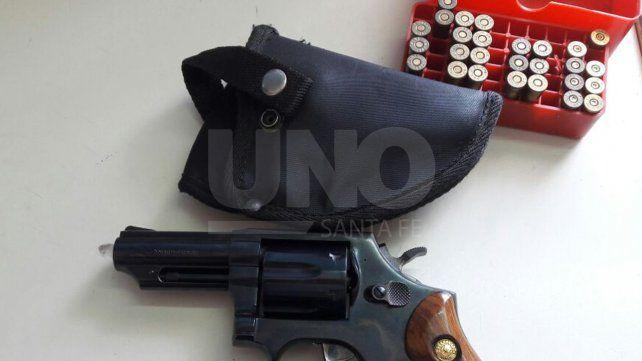 Cayó un joven y violento delincuente con un arma de guerra cargada de balas