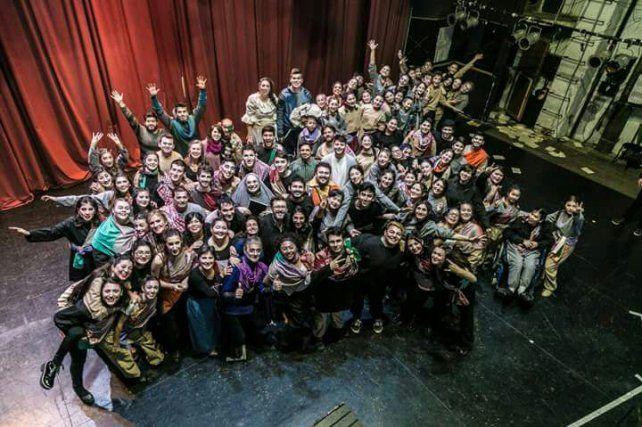 En el Teatro. Participaron con otros grupo de la Ópera de El Arcón de Sancho Panza.