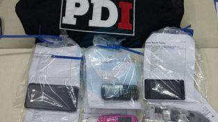 Teléfonos. Todos estos equipos fueron incautados en los allanamientos realizados por la PDI días atrás.