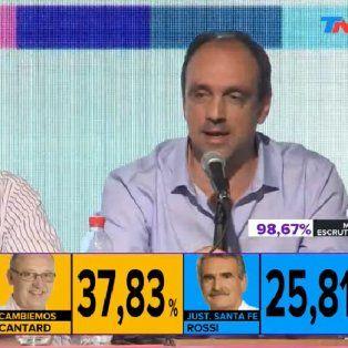 En Buenos Aires. El intendente santafesino junto al jefe de Gabinete Marcos Peña esta medianoche.