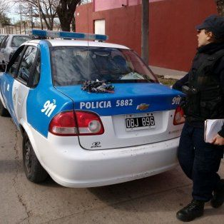 colastine: al perseguir a jovenes la policia descubrio droga en una vivienda