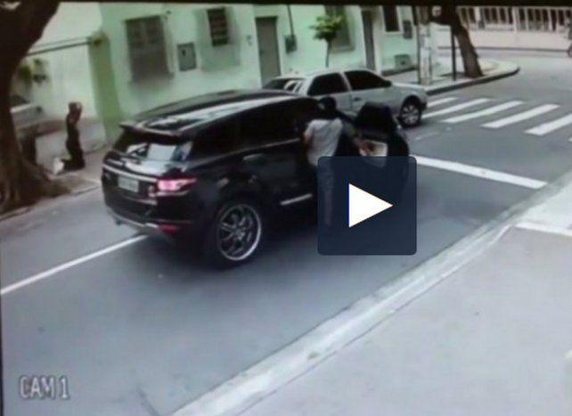 Impactantes imágenes del violento robo al arquero de Botafogo