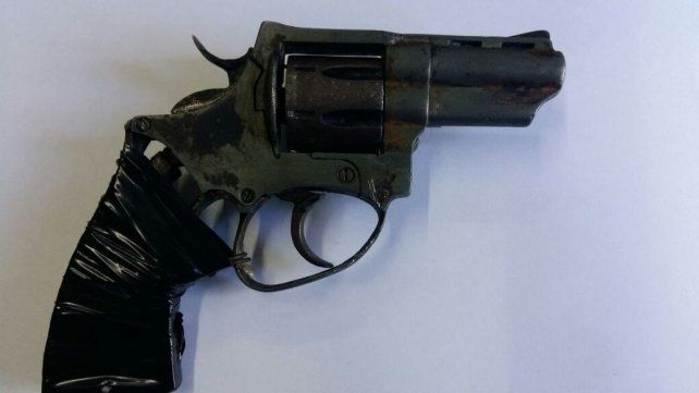 Amenazó con un arma a su expareja en barrio Las Flores: quedó detenido