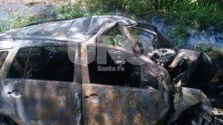 Ruta 11: despistó, chocó contra un árbol, se incendió y murió carbonizada