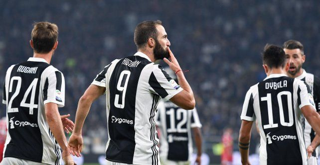 Dybala e Higuaín anotaron en la goleada de la Juventus