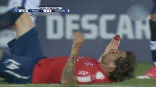 Le rompió la nariz al rival, no lo expulsaron y después marcó un gol