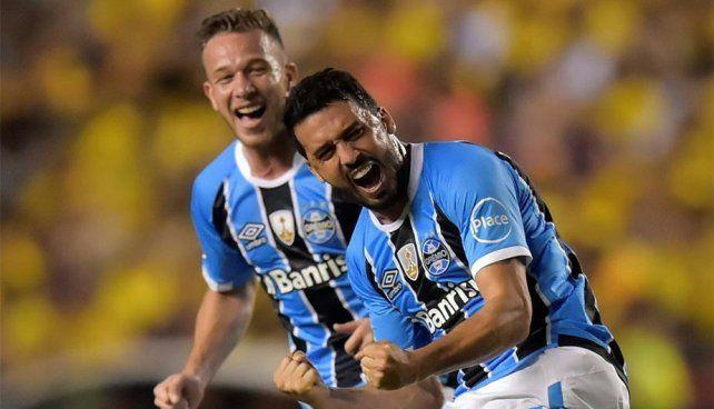 Gremio goleó a Barcelona en Ecuador y se acerca a la final de la Libertadores
