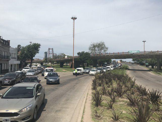 Demoras en el acceso a la ciudad por los trabajos sobre el Puente Oroño