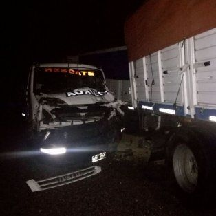 violento choque en cadena que involucro a cinco camiones y dos automoviles dejo varios heridos