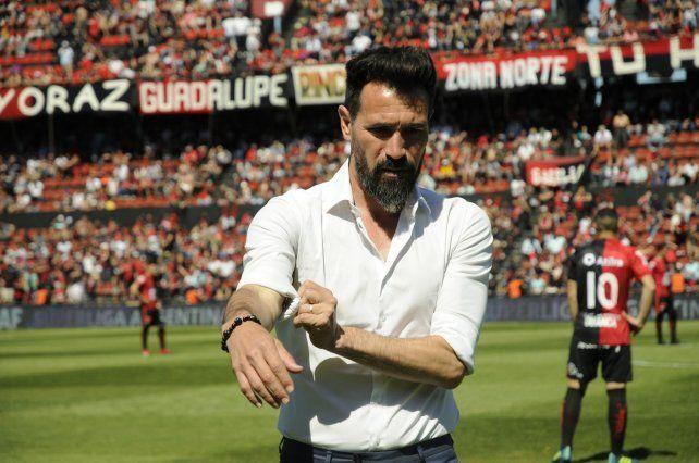 Eduardo Domínguez: Como mínimo necesitamos tres refuerzos
