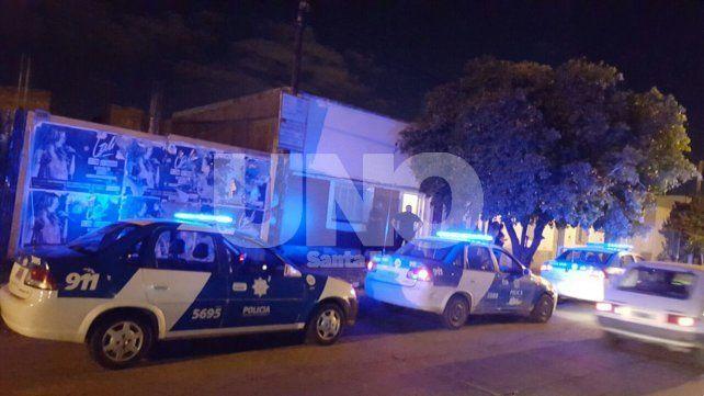 Tensión en barrio Los Hornos por un enfrentamiento a balazos y puñaladas que dejó tres heridos