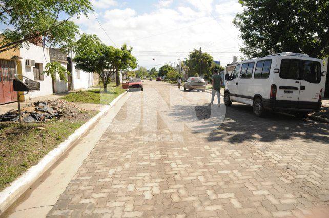 El intendente inauguró el pavimento articulado de calle Valentín Alsina