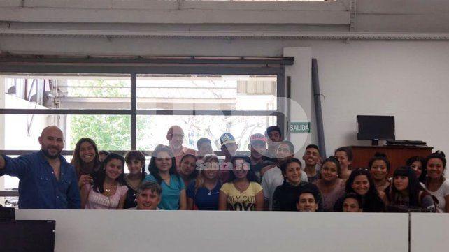 Alumnos de la escuela Juana Azurduy visitaron la redacción del UNO