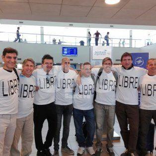 Una foto que duele. Los amigos rosarinos a punto de partir a Nueva York, donde cinco de ellos perdieron la vida este martes en un atentado terrorista.