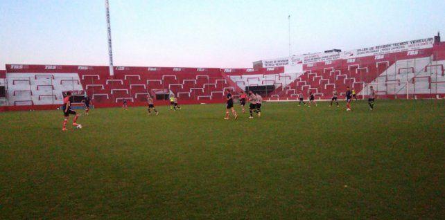 Con una formación alternativa, Unión superó a Belgrano de Paraná