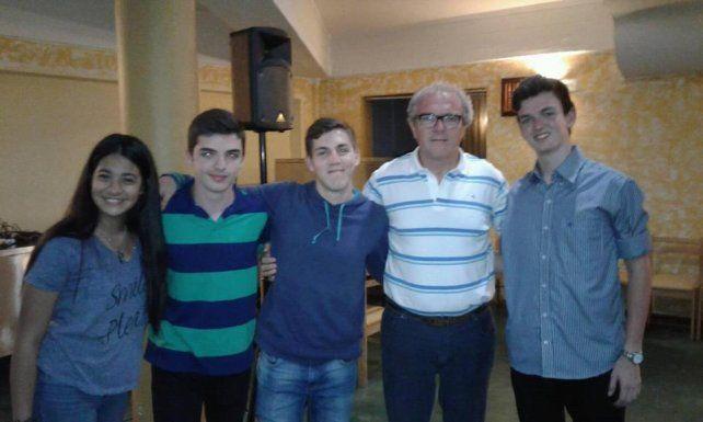 Foto. Todo el contingente de la Escuela Industrial Superior en la 27ª Olimpíada Argentina de Física en Carlos Paz.