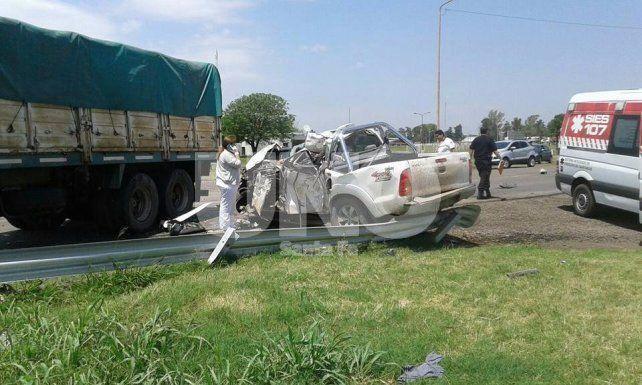 Murió el conductor de una camioneta que chocó un acoplado que se desprendió de un camión