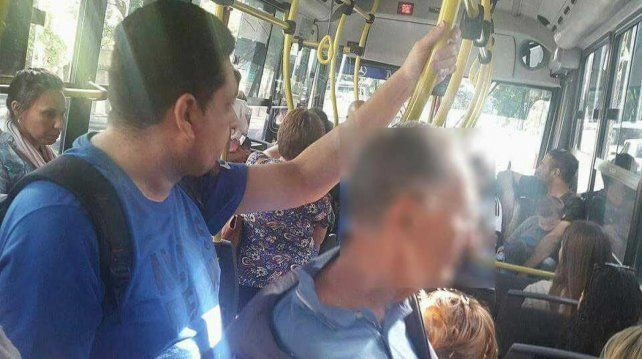 Abuso en un colectivo: un anciano le eyaculó a una chica en el brazo