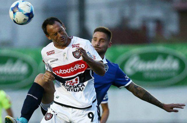 Chacarita sumó su primer triunfo en la Superliga