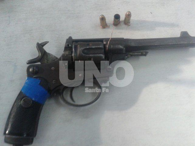 Aprehendieron a adolescente con revólver calibre 32 cargado después de una intensa balacera