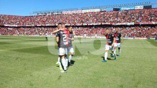 Colón se cayó en el final ante San Martín (SJ) y sumó un empate que lo aleja de la cima