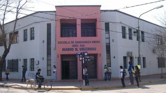 Una alumna de una escuela santafesina insultó a una profesora porque la retó por usar el celular en clase
