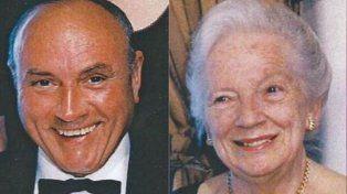 Tras 70 años de amor, aparecieron muertos en el jardín