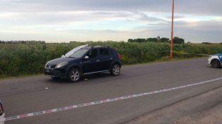 Ataque. El vehículo donde viajaban las nenas y donde asesinaron a un hombre e hirieron a otro. Gentileza: desarrollozonal.com