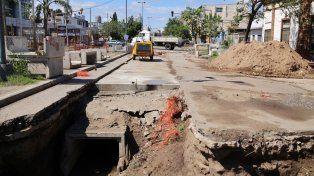 Continúan los desvíos en la avenida López y Planes por las obras del desagüe Mariano Comas
