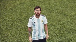 La Pulga presentó la nueva camiseta de la Selección argentina